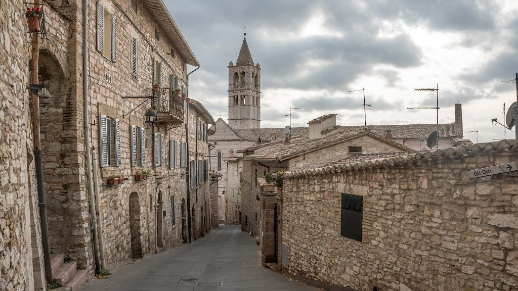 Visit Assisi on foot: recommendations and pathways to take in Assisi