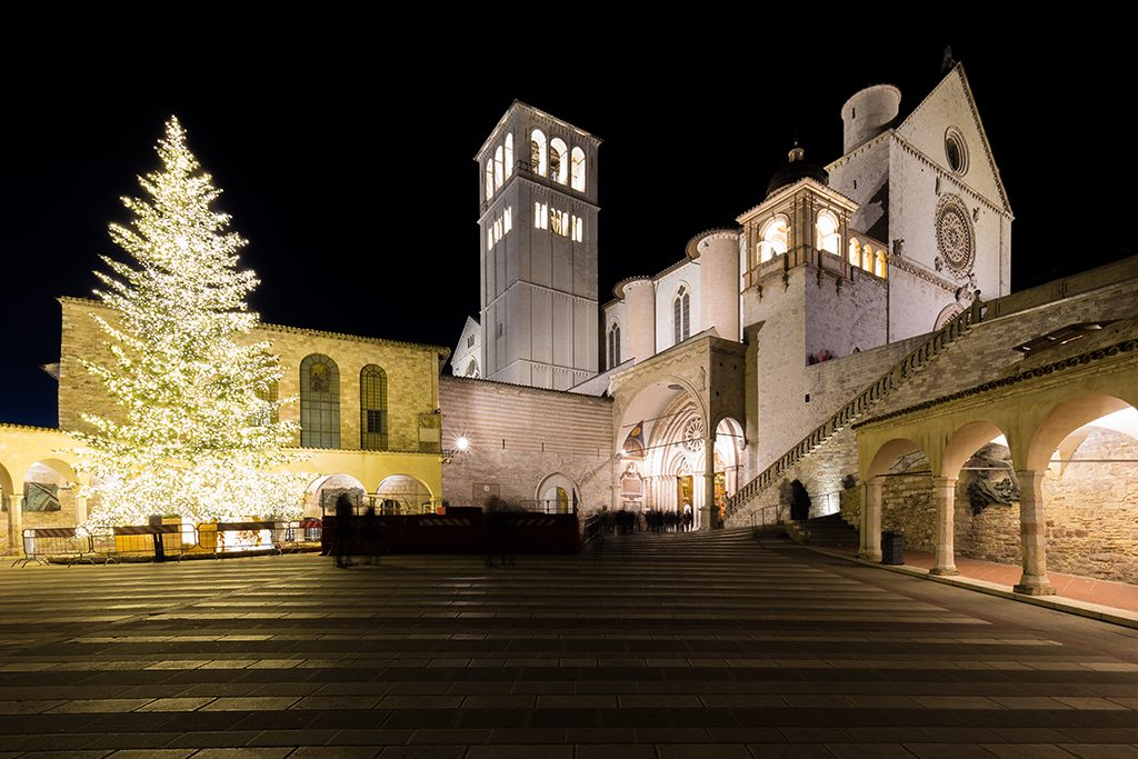 Mercatini di Natale ad Assisi: vivere la città tra presepi, mercatini e mostre